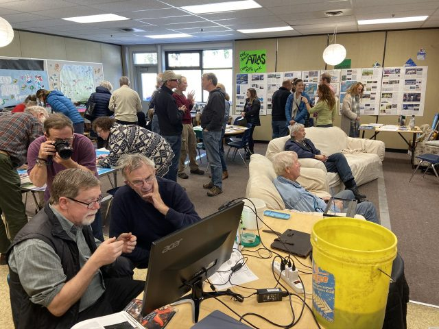 Busy information stations at the Open House (October 2019)